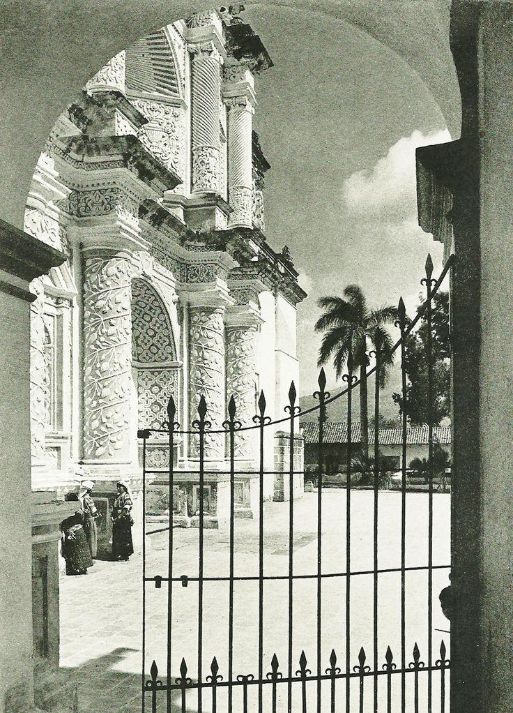 En dilletante (vintagenatgeographic: La Merced, Antigua...)