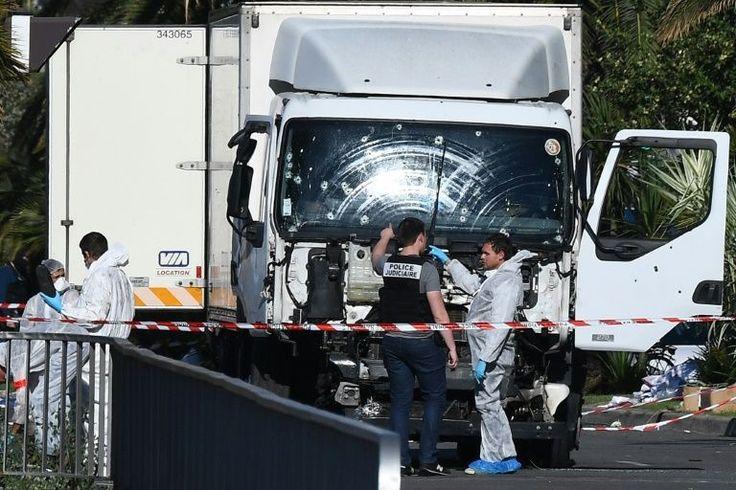 """Forças de segurança inspecionaram nesta sexta-feira a suposta residência do homem que, na véspera, matou em Nice com seu caminhão ao menos 84 pessoas, e que foi descrito por seus vizinhos como """"solitário"""" e """"silencioso""""."""