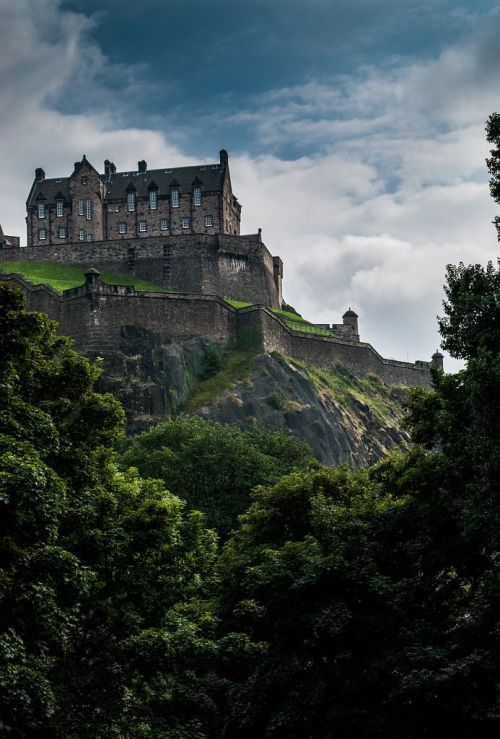 Edinburgh Castle, Scotland photo via aleecia