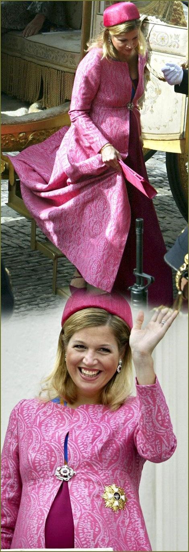 ook zwanger is Maxima prachtig. Ze draagt een hoed van Fabienne Delvigne. Prinsjesdag 2003, Maxima ca 7 maanden zwanger, hierna moet ze 2 maanden bedrust houden en zien we haar niet meer in het openbaar.