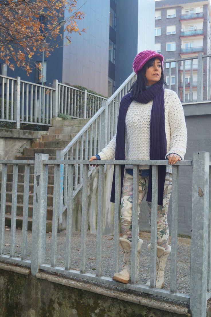 Las botas blancas también para el invierno - Temporada: Otoño-Invierno - Tags: #look, #outfit, #streetstyle, #white, #thepersonallook, #winter, - Descripción: Aprovechando los días de frío con sol para ponerme mis botas blancas de pelo. Un look de invierno con mucho color y abrigadito #FashionOlé