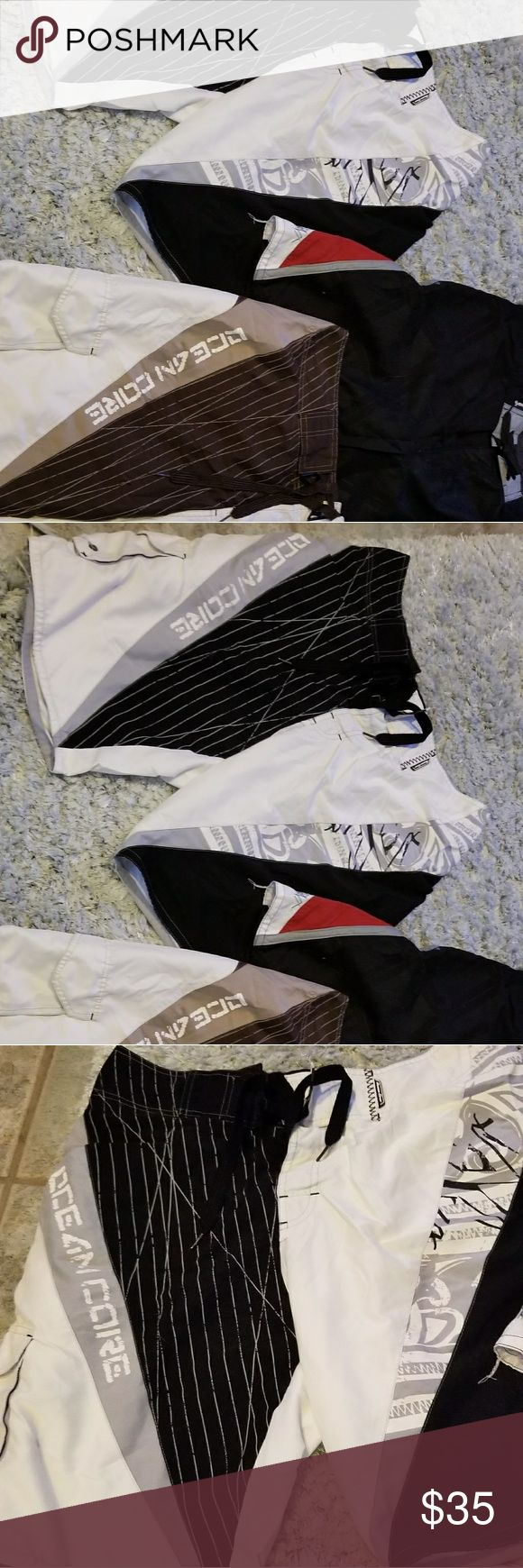 Mens surf shorts 3 pair sz 32 Mens surf shorts in sz 32. (New with tags),black,red,white shorts(ocean current).Zippered pocket.(slight used) Ocean core black,whjte,gray(used) lines, pocket. Ocean core brown, white, pocket, lined.(slight used) All in great shape bought at local surf shop ocean currant Shorts