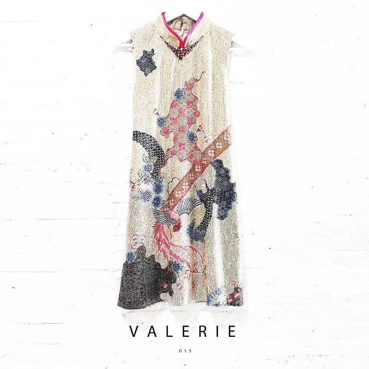 Valerie 015  Contemporary Batik Design with Pearl Embellishment-Qipao Collared Trapezoid Dress  Length of Dress : approx. 90 cm  Material Used : Contemporary Batik Design, Semi Silk / Pearl Embellishment Collar  Standard Zipper Length (50-55cm) at the back  IDR 680.000  www.nonandnik.com  Cust. Service : WA +6289 741 33422  #batik #batikindonesia #fashionindonesia #batikdress #batikmodern #batikshop #fashionbatik #batikfashion #ootdbatik #onlineshop #localbrand #readytowear #batiknonik…