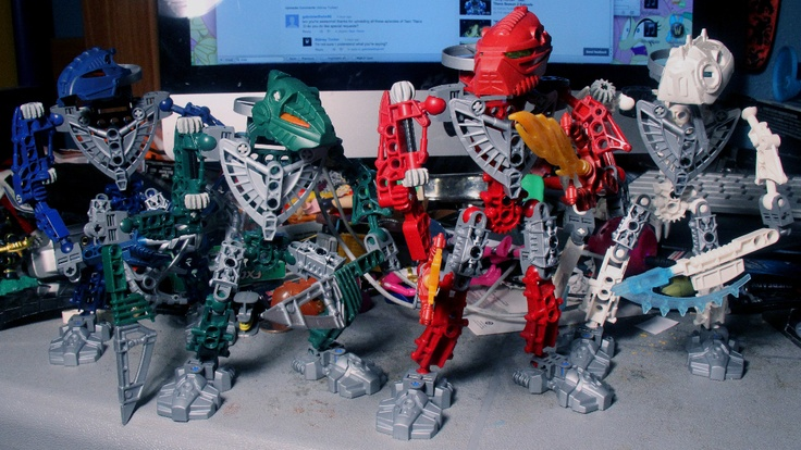 Some Toa Hordika: From the left, Nokama, Matau, Vakama, and Nuju. I've owned Nuju for years, but getting the parts to make the other Hordika together is surprisingly cheap on Bricklink. I guess Hordika weren't popular, but I'm starting to feel that Web of Shadows is by far the best of the Bionicle movies. Still working on Whenua and Onewa.