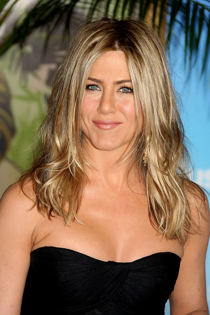 jennifer+aniston | Jennifer Aniston Fulfilling Her Contract To Appear In A Bikini In ...