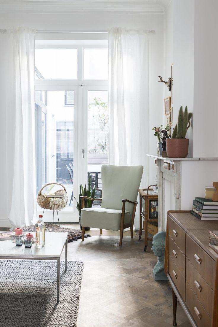 Woonkamer met vintage fauteuil | Living room with vintage armchair | vtwonen BE 02-2018 | Fotografie Jonah Samyn