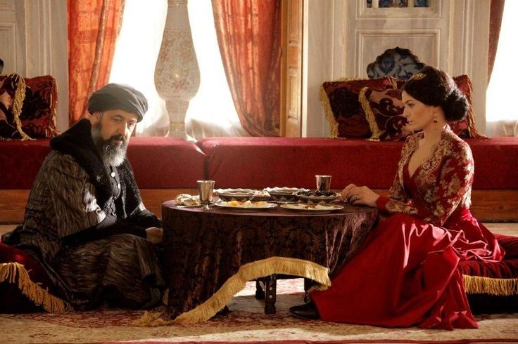 Lütfi Paşa (Mehmet Özgür), Şah Sultan (Deniz Çakır)