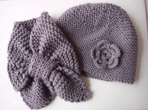 Echarpe feuille et bonnet à fleur