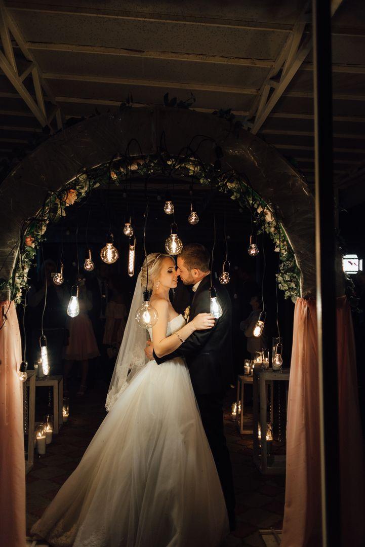 Как правильно завершить свадьбу ? . Окончание свадебного торжества должно быть не менее красивым и запоминающимся👯, чем сама свадьба💍. В идеале, это должно быть какое-либо масштабное событие, которое объединит всех гостей👩👩👦👦👭. Давайте рассмотрим несколько вариантов красивого завершения вашей свадьбы) . 👉👉👉Среди традиционных решений может быть выкуп первого кусочка свадебного торта🎂🍰 или каравая. . 👉👉👉Если на улице хорошая погода, можно организовать фейерверк💥💥 или запуск…