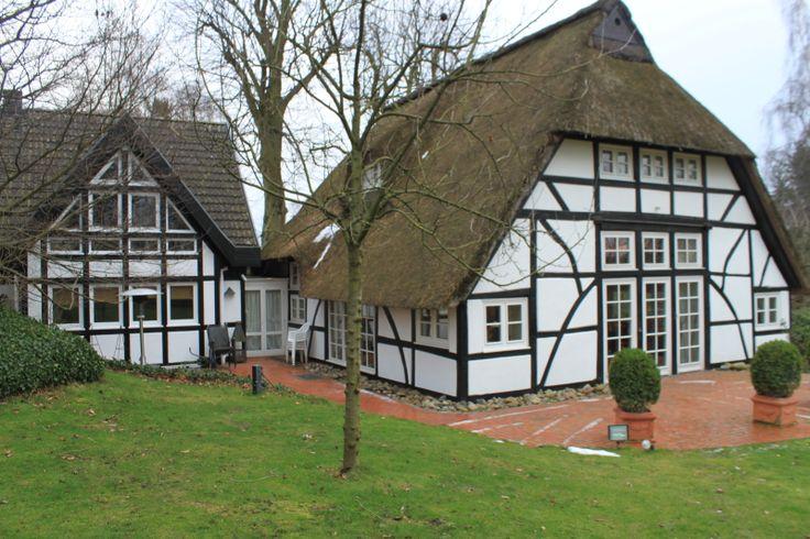 Ein Traum wird wahr, wenn Sie über Ihren Privatweg fahren und die Tür zu Ihrem Haus öffnen ! Das Gebäudeensemble besteht aus einem historischen Fachwerkhaus...