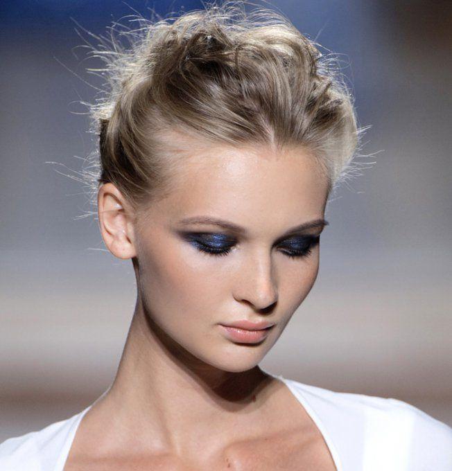 Les cheveux blonds cendrés du défilé Tony Ward automne-hiver 2015-2016