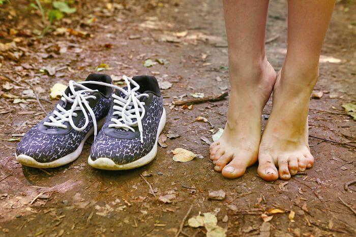 Op blote voeten lopen, ik doe niets liever. In de ochtendzon, maar ook in de sneeuw. Nu wil het geval dat mijn kleintje ook het liefst de hele dag op blote voeten loopt. https://www.mamsatwork.nl/op-blote-voeten-lopen/ Zou dit nou gezond zijn, vroeg ik me af?  Vind jij het fijn, op blote voeten? Of liever niet?