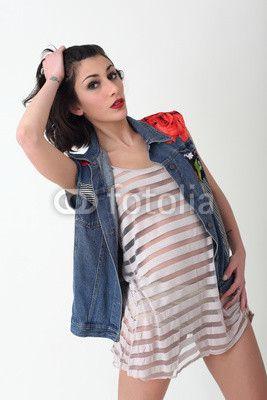 Ragazza con giacca jeans