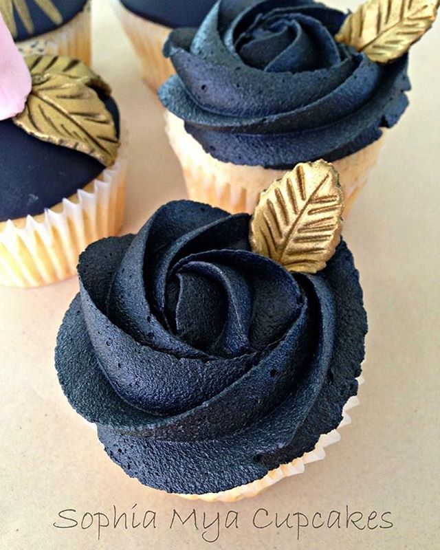 Cake Decorating Black Icing : 25+ best ideas about Gold cupcakes on Pinterest Glitter ...