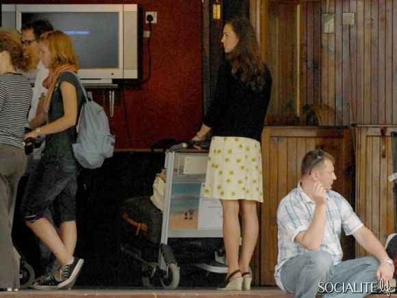 Kate Middleton arrived at the Seychelles airport on August 16th, 2007 before Prince William, who arrived later.