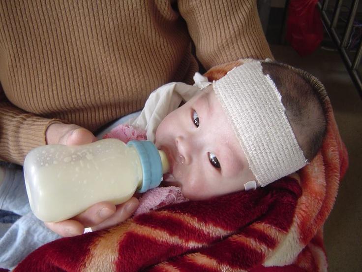Allan de Jiangxi, se recupera de un brote serio de neumonía mientras espera que hoy viernes le operen su hernia. Ojalá muy pronto estés bien!