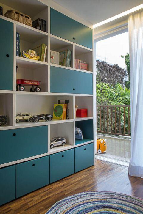 Casa gostosa, família unida, uma gata na varanda: esse é o resumo da história do quarto cimentado de FELIPE, de 7 anos