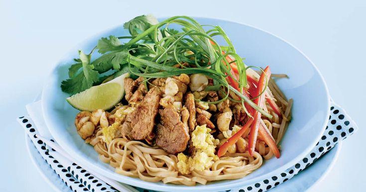 Découvrez cette recette de Pad thaï au porc pour 4 personnes, vous adorerez!
