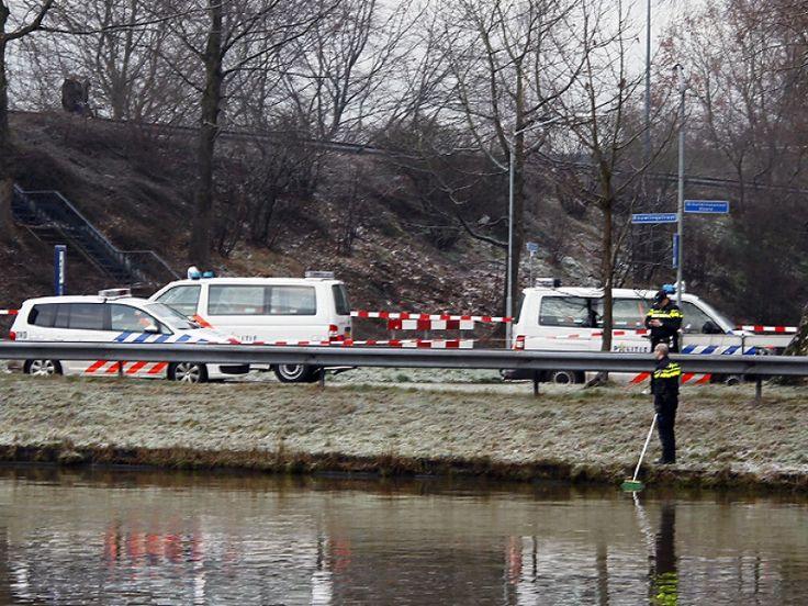 In het Wilhelminakanaal in Oosterhout is dinsdagochtend een dode vrouw gevonden. De politie gaat niet uit van een misdrijf.