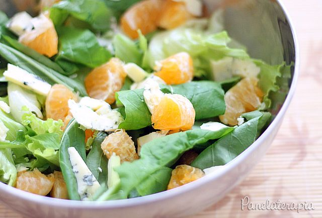 """Olha eu na minha """"novela"""" com as saladas! Estou de fato me esforçando para gostar das verdinhas e devo dizer que essa salada realmente ficou show! Para quem curte sabores mais exóticos,…"""