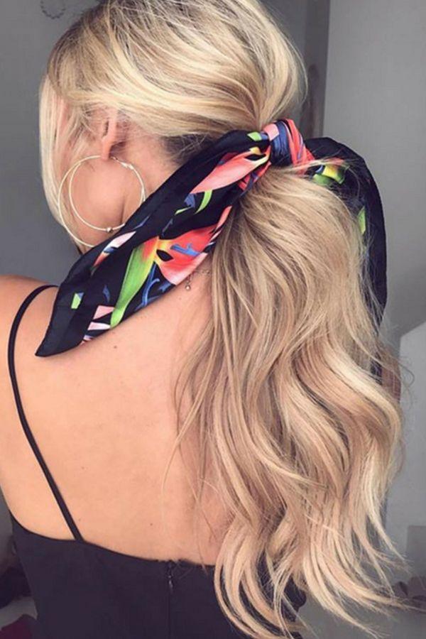 Coiffure  cet été le foulard se portera dans nos cheveux   HAIR ... 721fb5bcfef