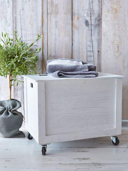 diy wooden blanket chest
