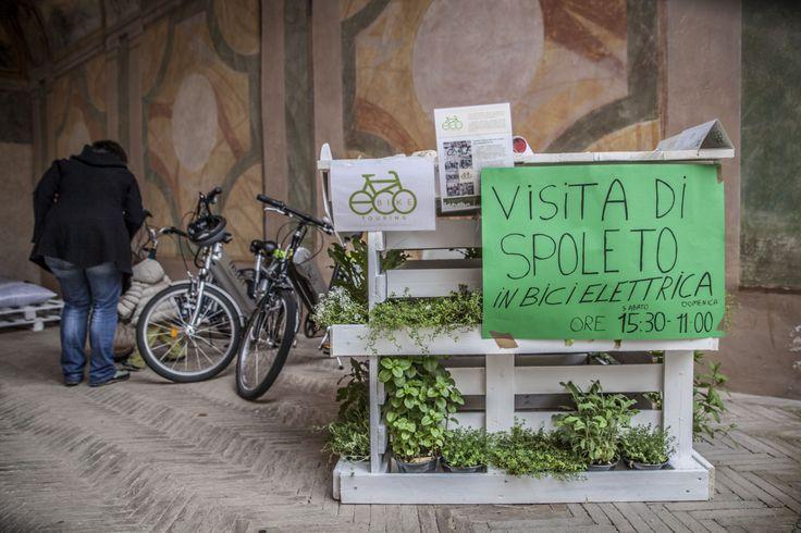ECoBike, l'officina dedicata alla mobilità sostenibile. Una delle decine di attività tenutesi nel corso della Festa, presso la Rocca Albornoziana di SPoleto (PG)