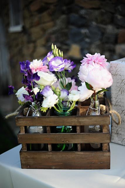 simple: Diy Ideas, Simple Bouquets, Crates Flower, Events Planners, Pretty Flowers, Chic Events, Mason Jars, Wooden Crates Centerpieces, Event Planners