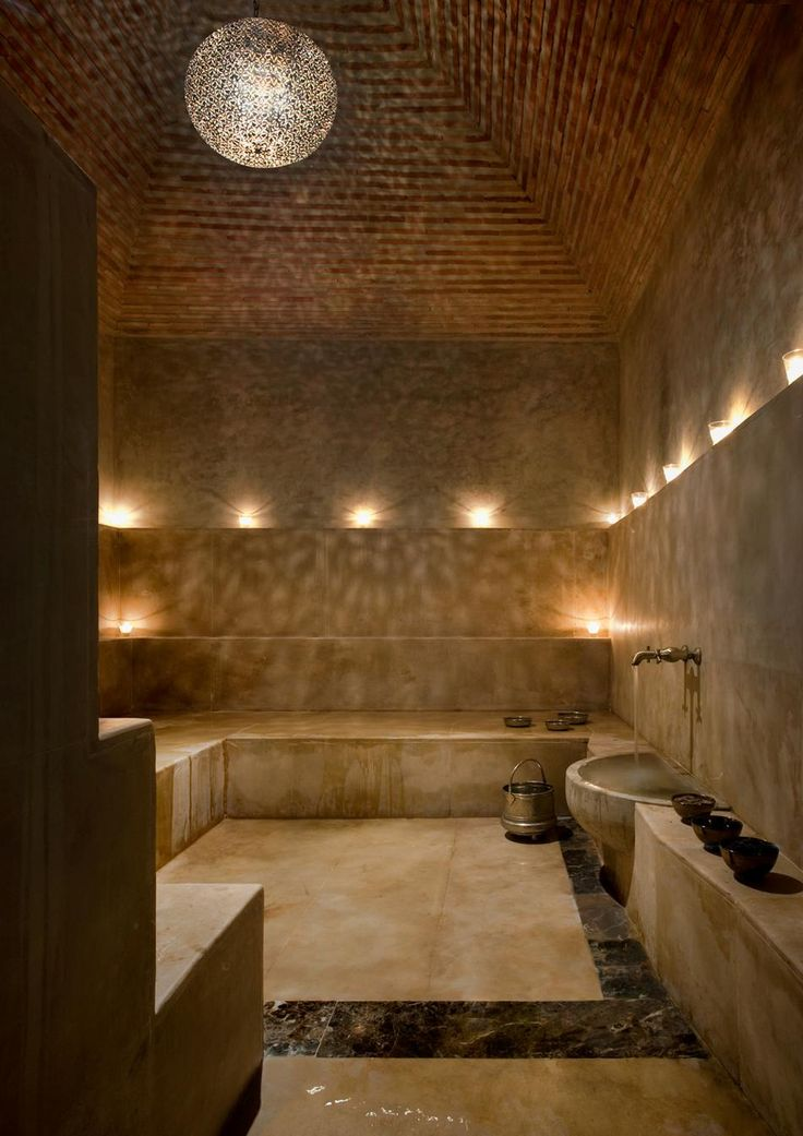 Thermae-like bathroom, by travertine marble.