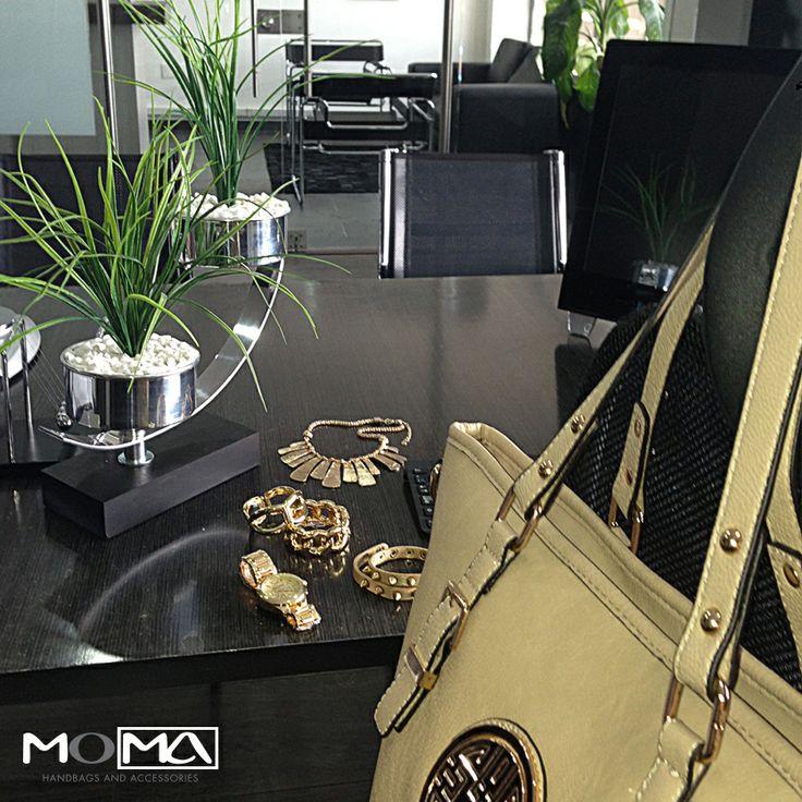 Para tener un día perfecto, accesorios perfectos. Un like si trabajas hoy! #moma