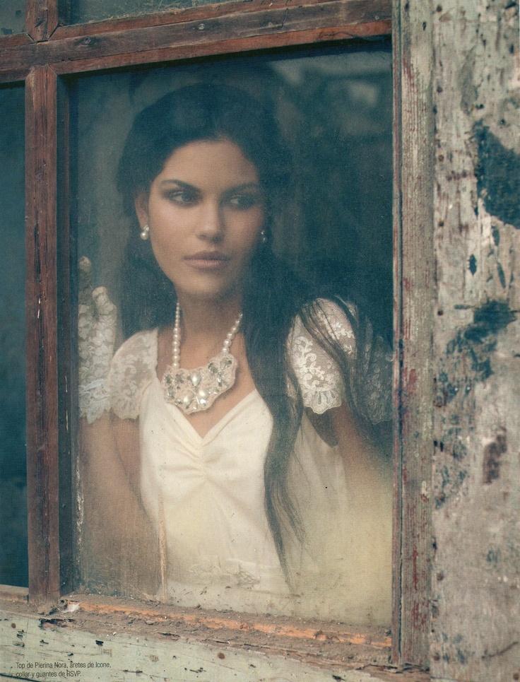Top de encaje - tendencia viuda blanca  Ianka magazine