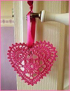 S. Valentino all'uncinetto, romantici cuoricini | Sezione Hobbystica S. Valentino all'uncinetto, romantici cuoricini | La bellezza del fatto a mano