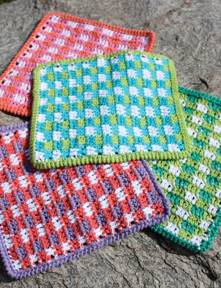 Mod Gingham Dishcloth - Free Crochet Pattern - (yarnspirations)