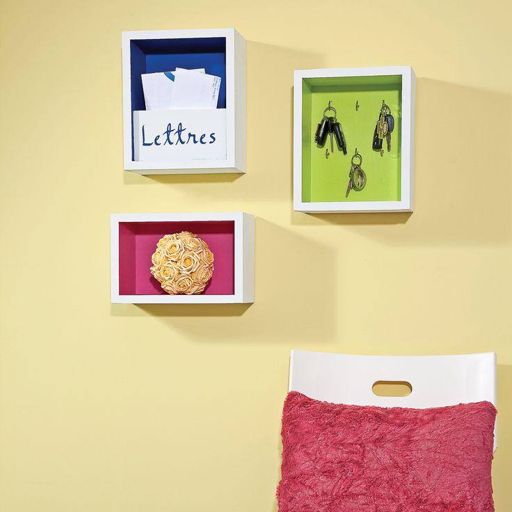 Voici une brillante idée pour offrir du rangement tout en beauté! Pour le courier, en tableau porte-clés ou pour enjoliver, ces petites boîtes colorées sont idéales pour être installées dans le hall d'entrée, mais elles trouveront facilement leur place ailleurs dans la maison, selon vos besoins. Pour inciter vos enfants à se ramasser, pourquoi ne pas faire une création originale pour chacun d'eux? Faciles à réaliser, ils pourront même les décorer eux-mêmes!    Ce projet a été...