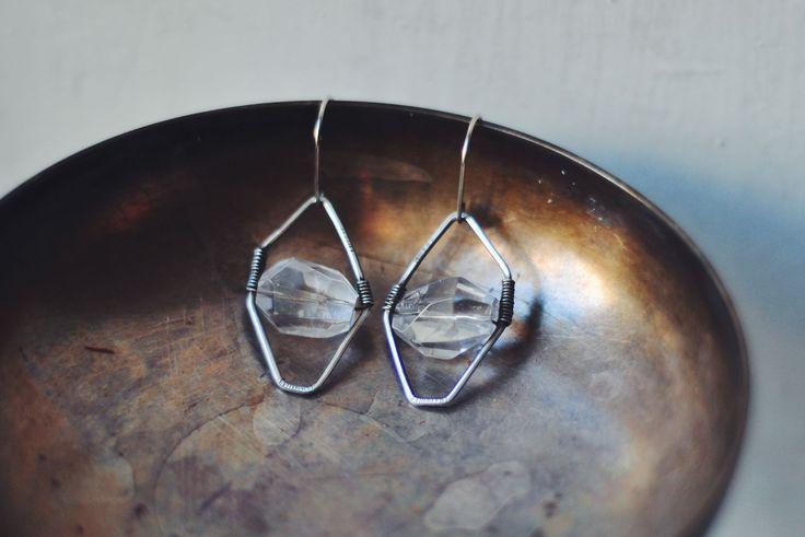 Серебряные серьги с гранеными бусинами горного хрусталя