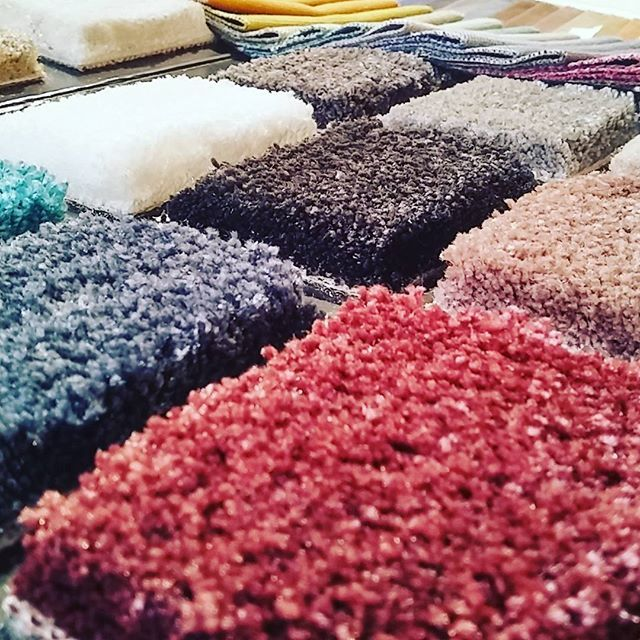 Da oggi scegli anche un tappeto personalizzato da abbinare al tuo divano #tappeto #madeinitaly #luxury #artisans #italy #milano #milan #proud #quality #italiani #orgoglioitaliano
