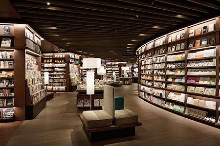 梅田 蔦屋書店は洗練されたライフスタイルを楽しむ大人へ、上質な時間と空間の過ごし方を提案いたします。