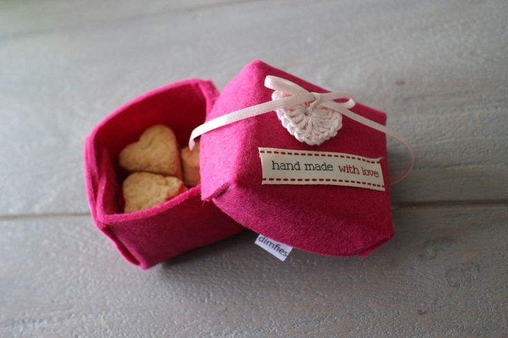Valentijnscadeautje maken - Dimfies zandkoekjes in een vilten doosje. Samenspinsels Valentijnsdag countdown diy