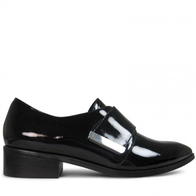 Crafted from a high shine black patent leather, these little loafers are all about androgynous elegance. Jani features a 2.5cm* stacked heel, a flash of silver hardware and padded footbed for eye catching everyday wear.  Leather Upper Leather Lining P