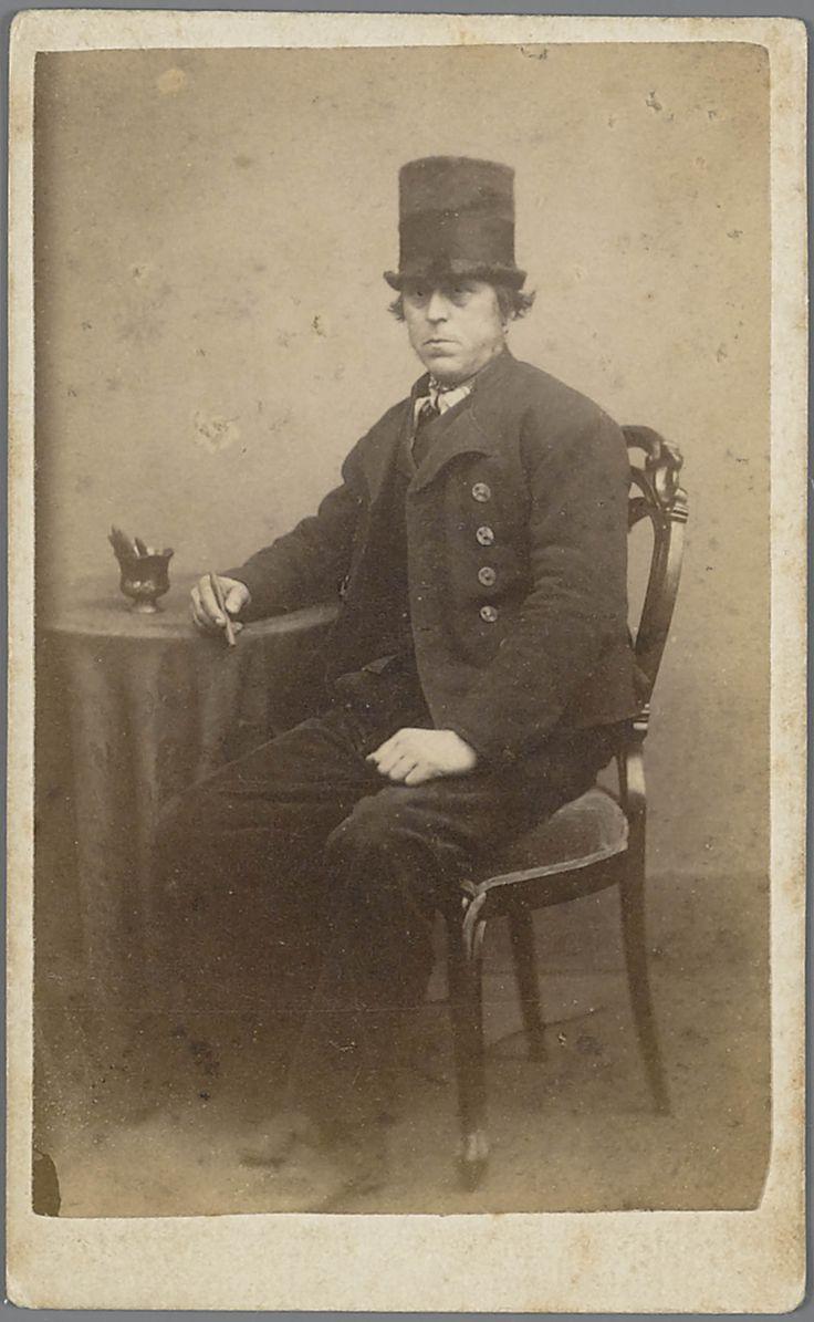 Man in Walcherse streekdracht. De man draagt op zijn hoofd een 'tunhoed'. 1875-1890 #Zeeland #Walcheren