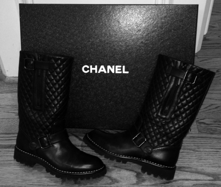 This Chanel boot is perfection! I wouldn't say i'm that much of a shoe-craze, but i'd happily admit to my obsession over this one
