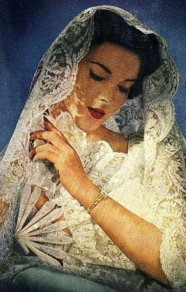 Vintage bride and Chantilly Lace............http://www.pinterest.com/consuelotron/mantilla-espa%C3%B1ola/