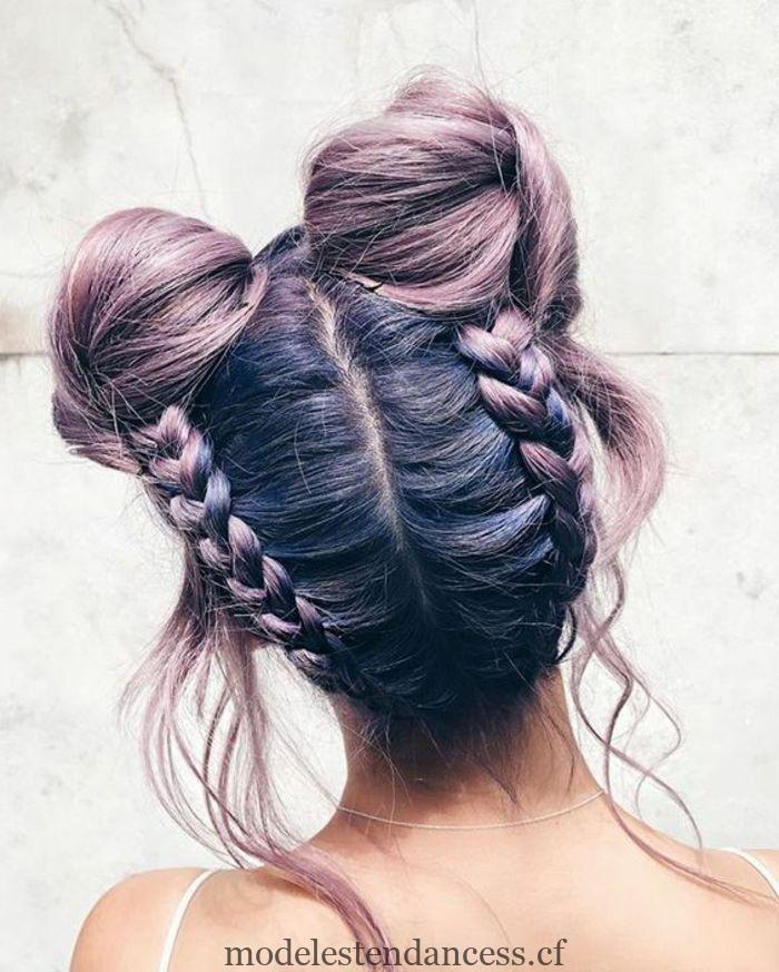 Fille Aux Cheveux Violet Et Jolie Coiffure Avec Deux Droits Tendances De La Mode Jolie Coiffure Cheveux Violets Coiffure