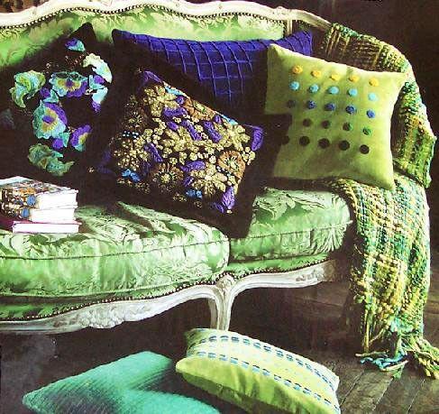 ♪ Cojines y chal sobre un bello sofá