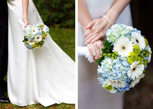 03-bouquet-hydrangeas-buttons-wedding-dress