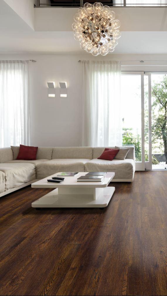 Enfin le plancher flottant que vous cherchiez : une imitation de bois naturel avec une teinte chaleureuse. Il est parfait pour votre décor classique : voici ce qu'il vous faut!
