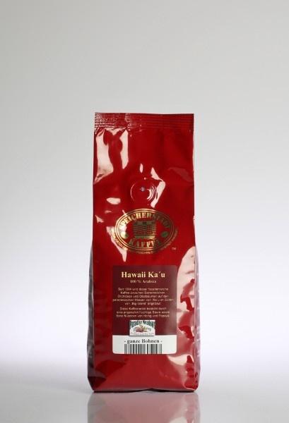 Nicht nur Hawaii Kona Kaffee ist eine Rarität und ein Spitzenkaffee, auch Hawaii Ka'u gehört zur Gattung der Premium-Raritäten-Kaffees. Der Kaffee der Paradise Meadows Farm wächst in rund 600m Höhe umgeben von Orchideen, Limettenbäumen und Bienenstöcken. Der Boden ist geprägt von tiefem, reichhaltigem Vulkanboden, bestehend aus Schlacke und Asche.