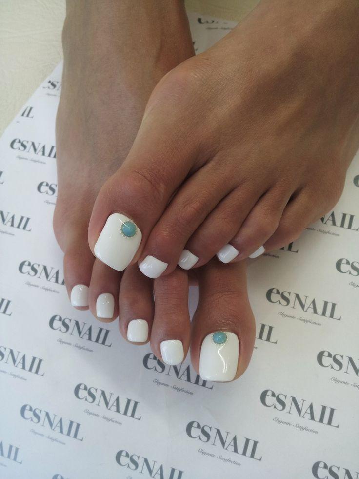 how to make toenails white