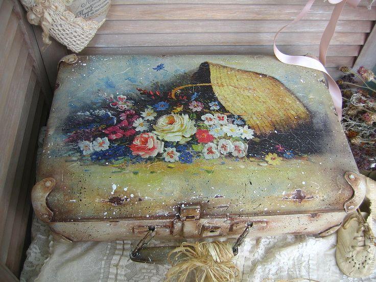 "Купить ""Летние обманы"" чемодан - бежевый, чемодан, ретро, винтаж, Декор, Декупаж, лето, цветы"