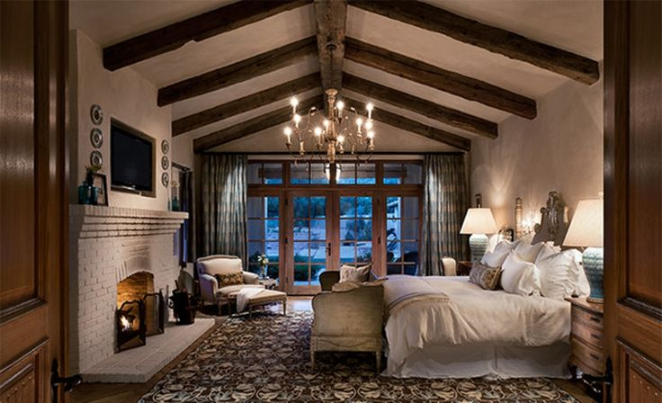 awesome Exposed Wooden Roof Beams in Bedroom